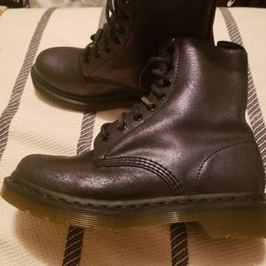 Dr. MARTENS BOOTS BRAND NEW!